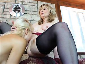SEXYMOMMA - Natasha Voya gets seduced by a lusty gilf