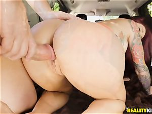 Monique Alexander blows a thick pipe in the car