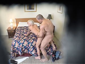kinky Nina Elle pulverizes her guy at the hotel