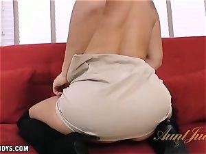 Sheena penetrates her rosy fuckbox