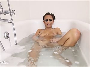 sweetheart draws her bathtub and the bathtub gets sloppy