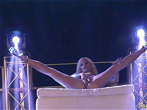 kinky flexi stepmom naked on stage