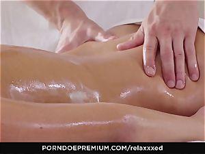 RELAXXXED - Amirah Adara glamour rubdown and super-hot hump