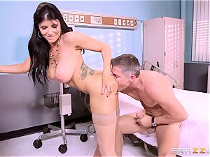 ginormous titted medic Romi Rain gets her arms on her horny patient