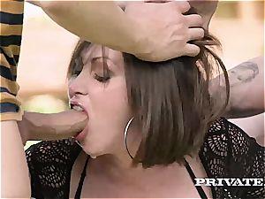 Mega hoe Yasmin's very first double foray