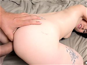 Ally fashion drilled in her sexy bunghole and creamed