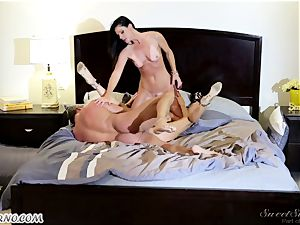 Veronica Avluv and India Summer - My dear hubby, you want to try my friend's cunt