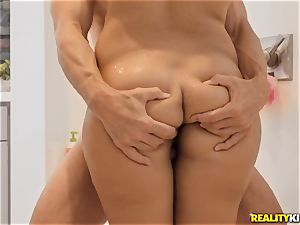 Valentina clitties packed in her taut pussu