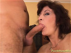 facial on big-boobed wooly mommy