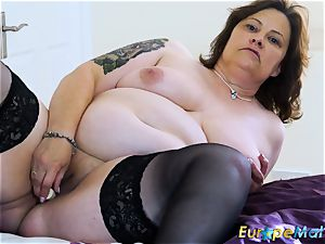 EuropeMaturE huge-titted obese Solo toying getting off