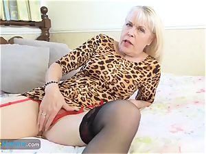 EuropeMaturE dame Sextasy displaying Off Alone