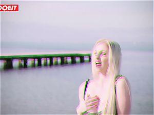 LETSDOEIT - blond Thot torn up rigid By the Beach