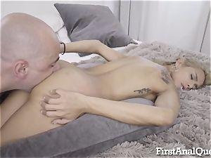 Columbian Squirter Gets rectal internal cumshot
