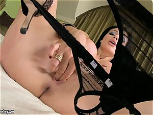 nympho Aletta Ocean pleases her silky poon with those mischievous frigs