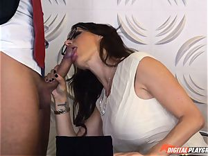 Mckenzie Lee gets a handle for her vulva at her office