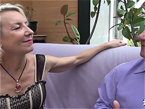 La Cochonne - French mature gets her donk hole gaped