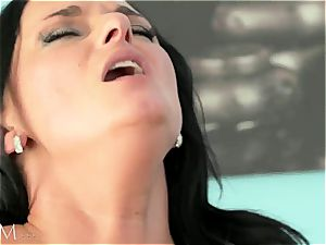 hot mommy romped by insatiable daddy