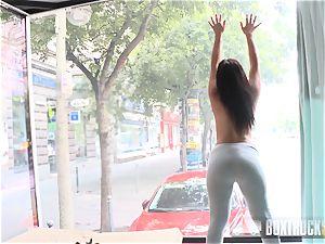 extraordinaire Naomie deepthroats a thick jizz-shotgun on her knees